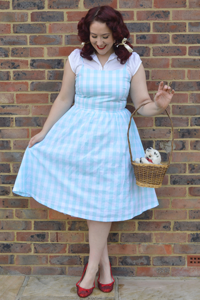 Dorothy Wizard of Oz Halloween easy costume