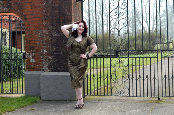 Vivien of Holloway Black Golden Leaves Sarong Set