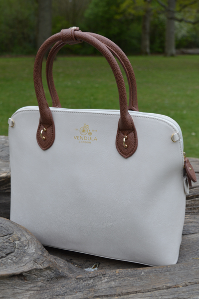 Vendula London Maisy off white tan bag Beside the Seaside charm set
