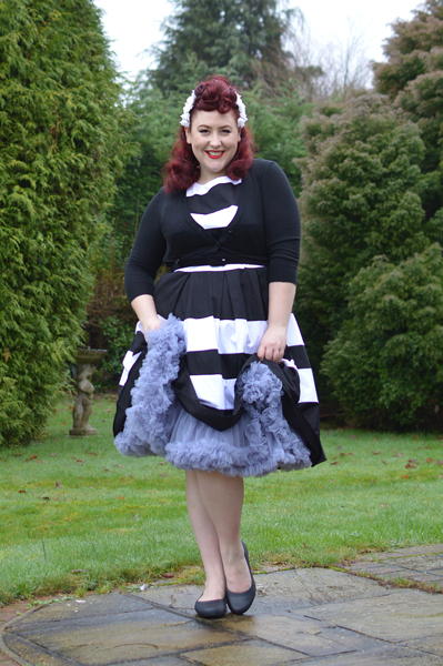 Miss Amy May plus size pinup review Dolly & Dotty 26 inches 63cm soft nylon fluffy petticoat giveaway contest