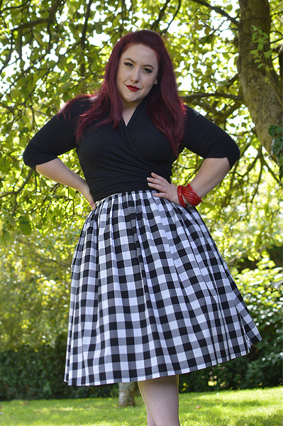 Plus size pinup Miss Amy May writers a fit and size review of the Black and white gingham Victorine 50s skirt by Hell Bunny. Discount code Amymay20!% for 20% off orders