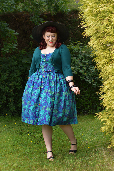 Fit and size review of the Navy Cool Palm Jemima dress gifted by Collectif by plus size pinup Miss Amy May