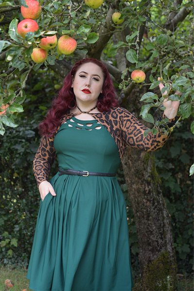 Fit and size review by plus size pinup Miss Amy May of the Elaine 50s emerald dress by Dolly & Dotty