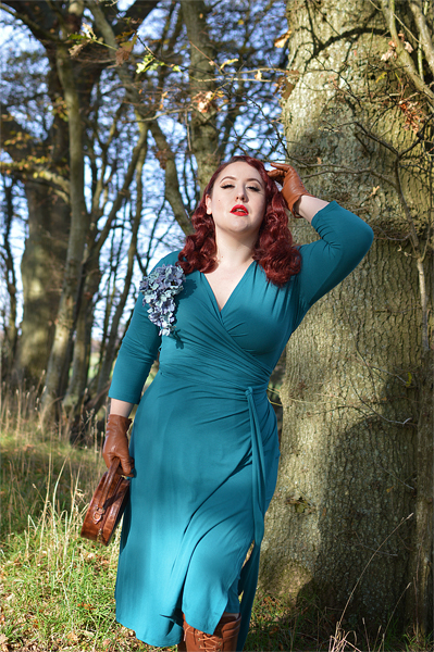 Fit and size review of the Aida Emerald Green wrap dress gifted by Marie Zélie by plus size pinup Miss Amy May