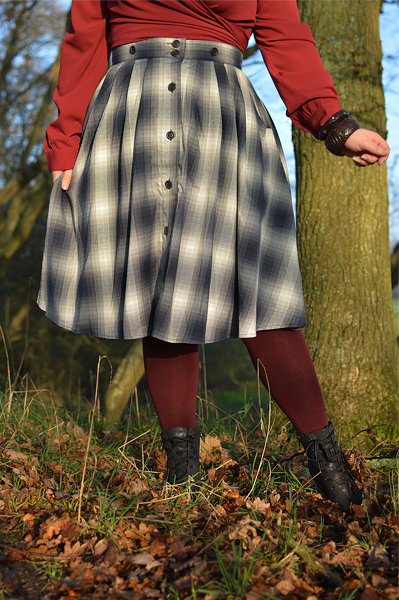 Fit and size review by plus size pinup Miss Amy May of the Eddystone Pinafore skirt gifted by Hell Bunny