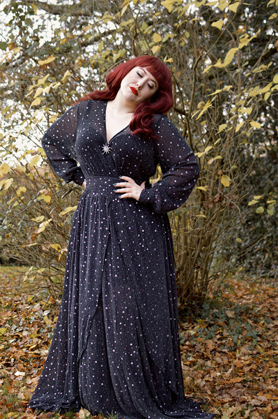 Fit size review by plus size pinup Miss Amy May of the Black & Stars Farrah Maxi dress gifted by Unique Vintage