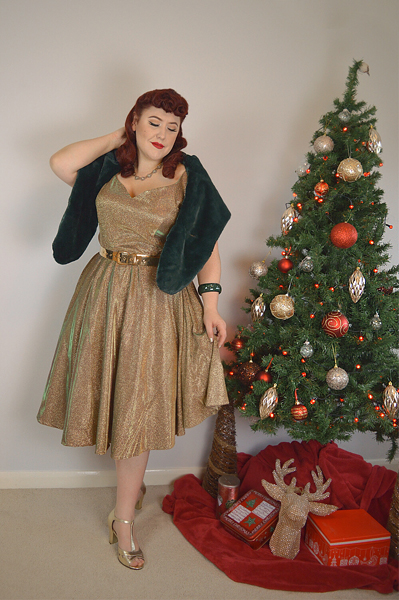Fit and size review by plus size pinup Miss Amy may of the 1950s Iridescent Rose Gold Sparkle Martina Swing Dress gifted by Unique Vintage