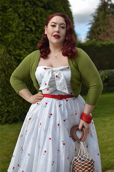 Plus size pinup Miss Amy May models the Golightly Red Roses and White Eyelet dress by Unique Vintage for a fit and size review