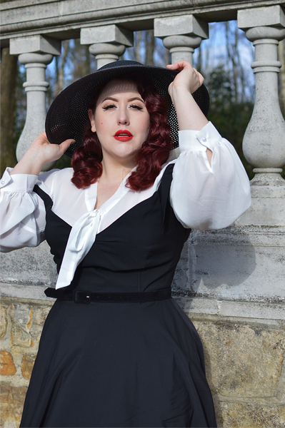 Plus size pinup Miss Amy May models the black Prairie swing dress and black cartwheel sun hat by Unique Vintage for a fit and sizing review