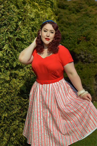Plus size pinup Miss Amy May models the Mona-Rose dress by Miss Candyfloss for a fit and sizing review