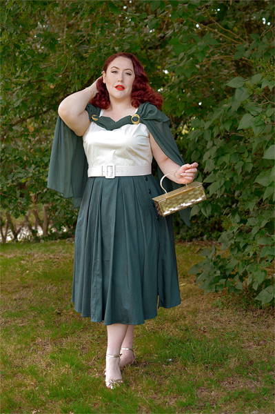 Plus size pinup Miss Amy May models the Cheryl colourblock dress by Collectif bought from Unique Vintage for a fit and size review